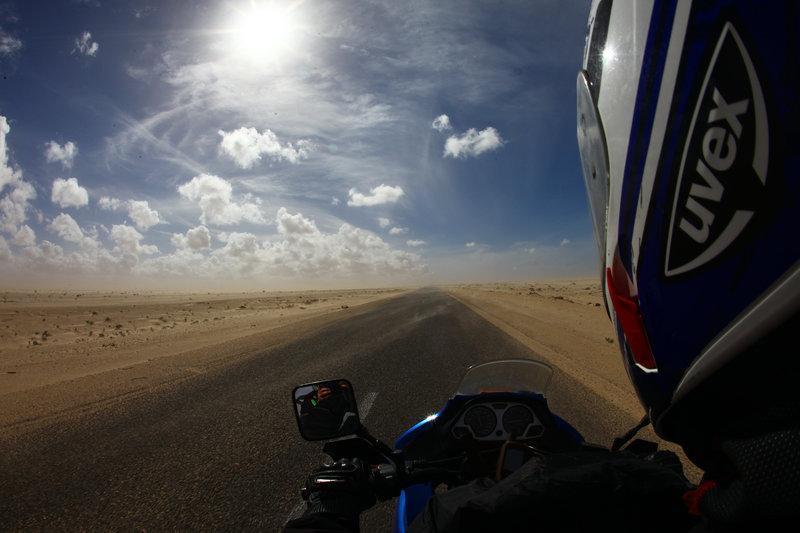 sahara motorom, voznja motorom kroz saharu, sahara motobike driving, davor rostuhar