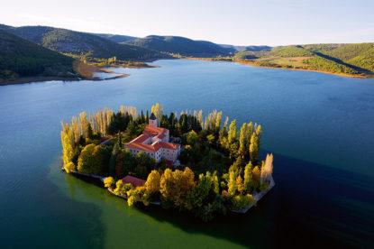 visovac, nacionalni park krka, rijeka krka, otok visovac, davor rostuhar, hrvatska iz zraka